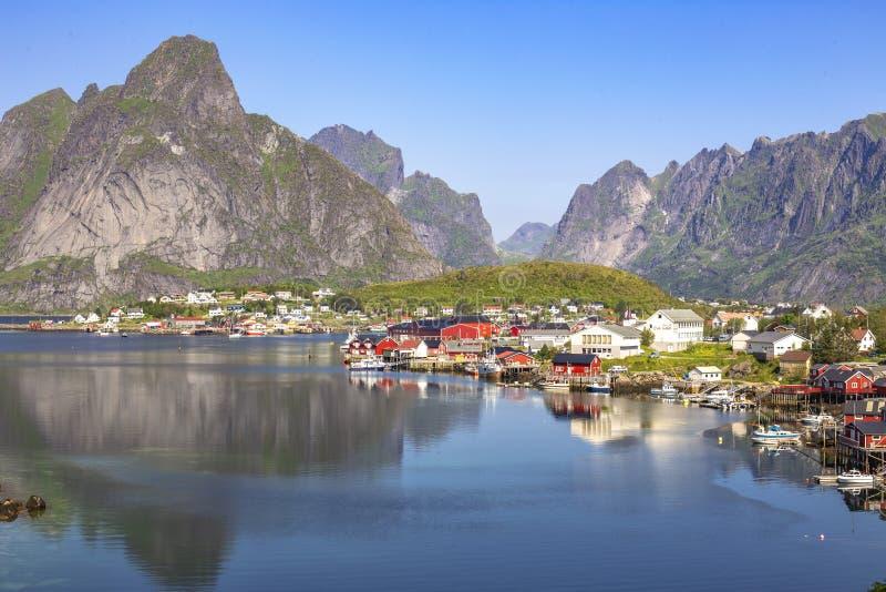 Reine visserijdorp in Lofoten-Eilanden, Noorwegen stock foto