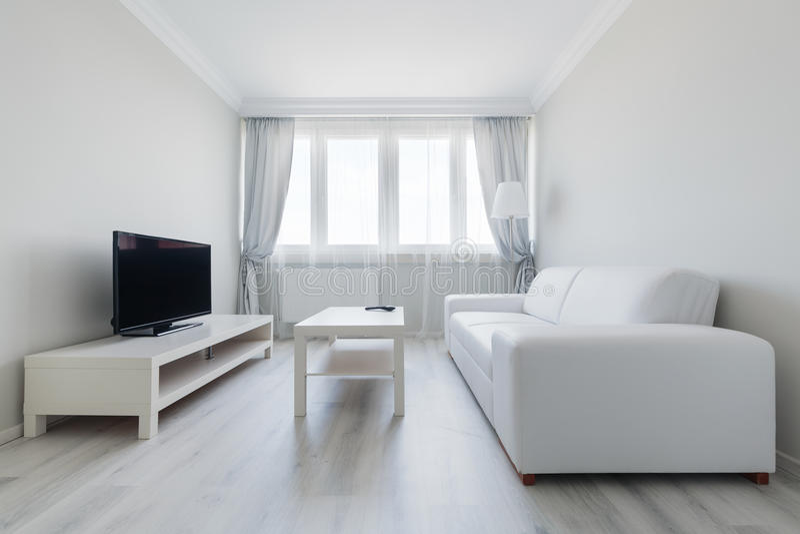 Reines und klares Wohnzimmer stockfotos