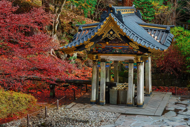 Reinigingsgebied bij Taiyuinbyo-Heiligdom in Nikko, Japan stock foto's