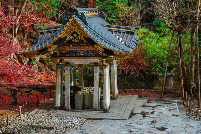 Reinigingsgebied bij Taiyuinbyo-Heiligdom in Nikko, Japan royalty-vrije stock foto