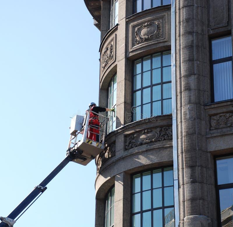 Download Reinigung der Fenster. stockbild. Bild von reparatur, wand - 9089525