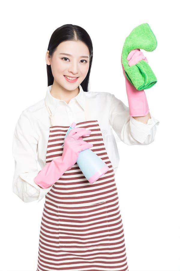 Reinigung der jungen Frau auf Weiß lizenzfreies stockbild