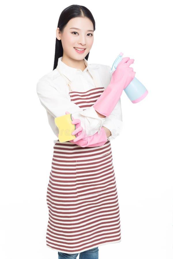 Reinigung der jungen Frau auf Weiß lizenzfreie stockfotos