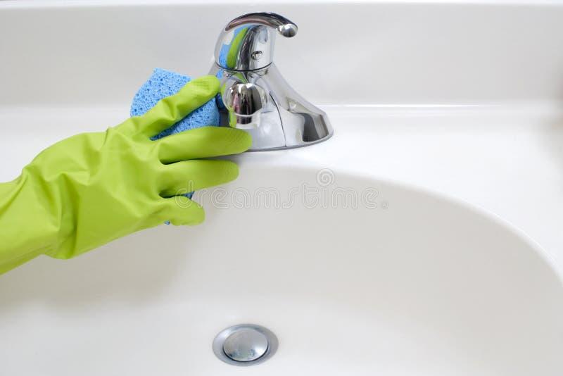 Reinigungs-Badezimmer-Wanne stockbild