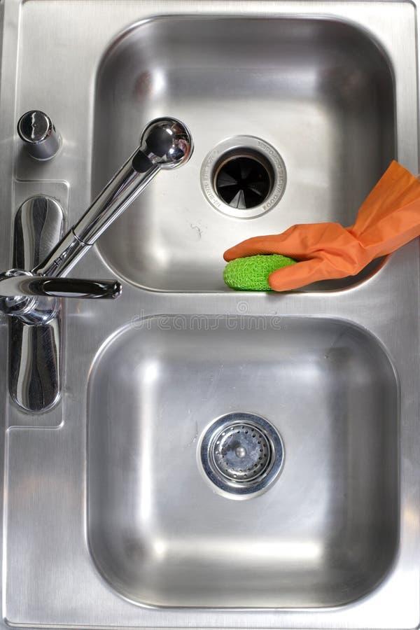 Reinigungs-Küche-Wanne lizenzfreie stockfotos