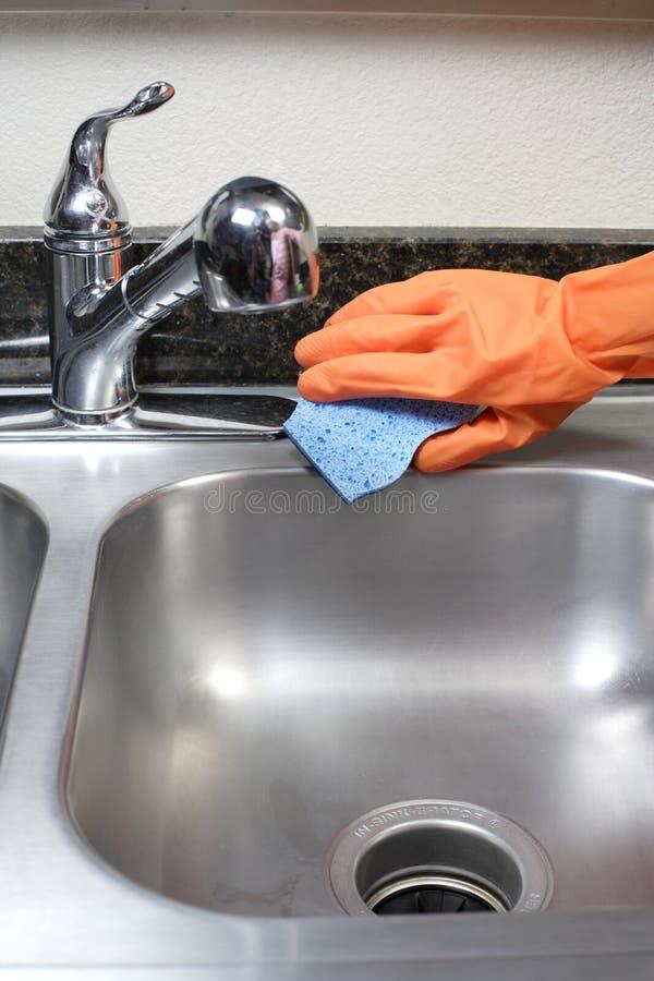 Reinigungs-Küche-Wanne stockfotografie