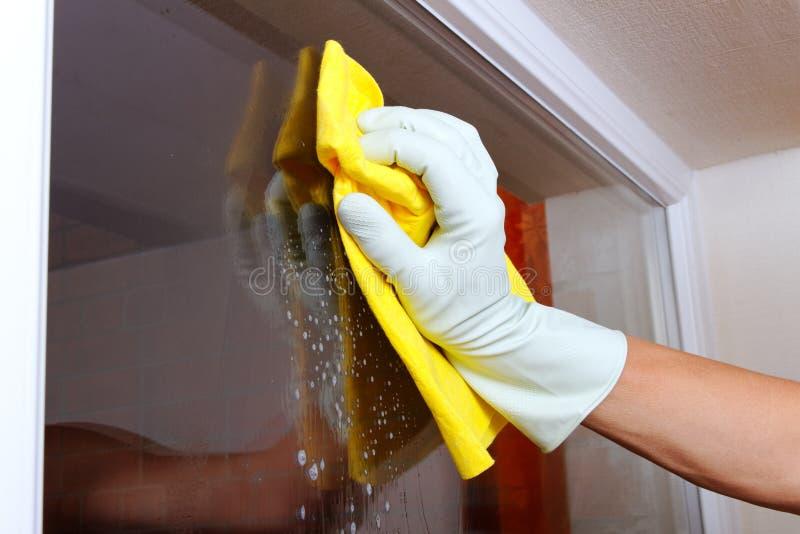 Reinigungsfenster. lizenzfreie stockfotos