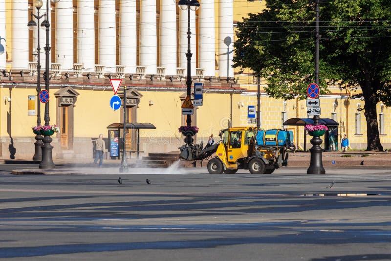 Reinigungsmaschine, welche die Fußgängerpflasterung wäscht lizenzfreies stockfoto