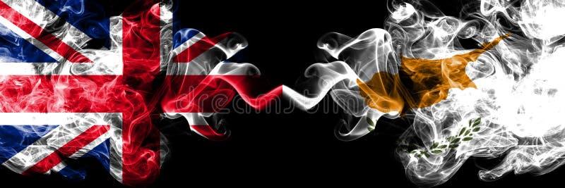 Reino Unido contra Chipre, bandeiras místicos fumarentos cipriotas colocadas de lado a lado Bandeiras de seda coloridas grossas  ilustração do vetor