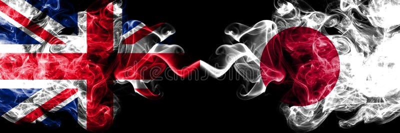 Reino Unido contra Japón, banderas místicas ahumadas japonesas colocadas de lado a lado r stock de ilustración