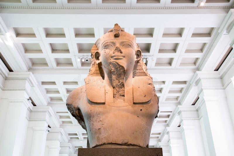 Reino Unido, Londres - 8 de abril de 2015: British Museum Busto do rei Amenhotep III imagens de stock royalty free
