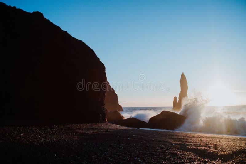 Reinsfjara strand, Island arkivbilder