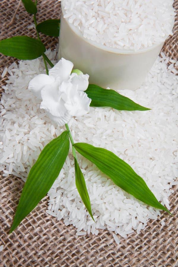 Reis auf Jutefaser-Sack 2 lizenzfreie stockfotos