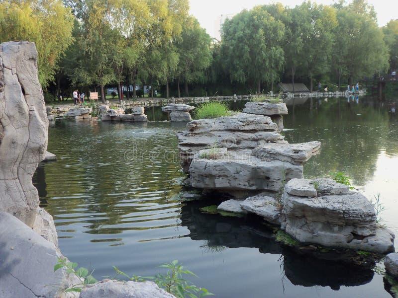 Reis in China, de lente en rivier stock fotografie