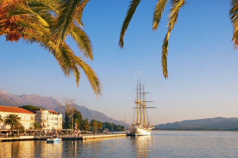 reis concept Dijk van Tivat-stad op zonnige de herfstdag montenegro royalty-vrije stock afbeelding
