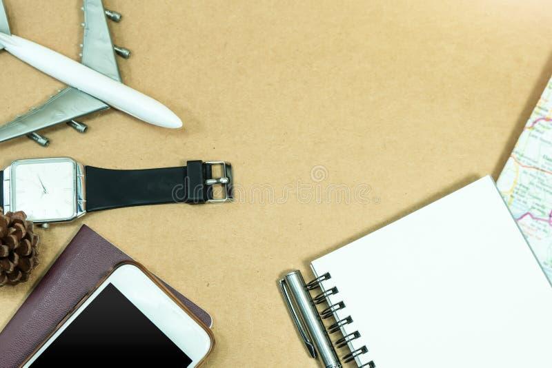 reis concept Leeg notitieboekje met pen en kaart stock afbeeldingen