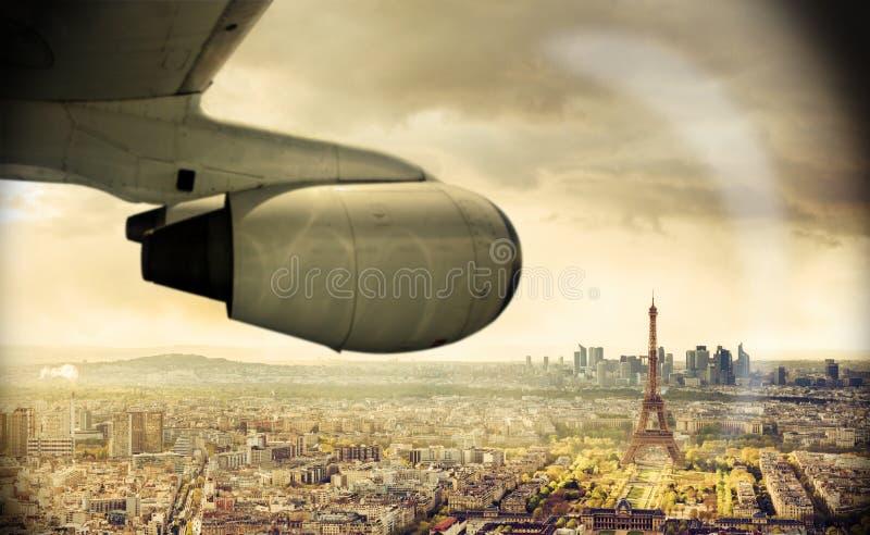 Reis door Vliegtuig aan Parijs, Mening op Eiffel stock fotografie