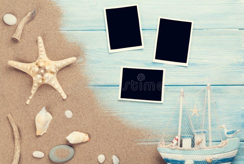 Reis en vakantiefotokaders en punten stock afbeelding