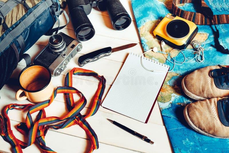 Reis en wandelingstoebehoren, Essentiële vakantiepunten, Reis royalty-vrije stock afbeeldingen