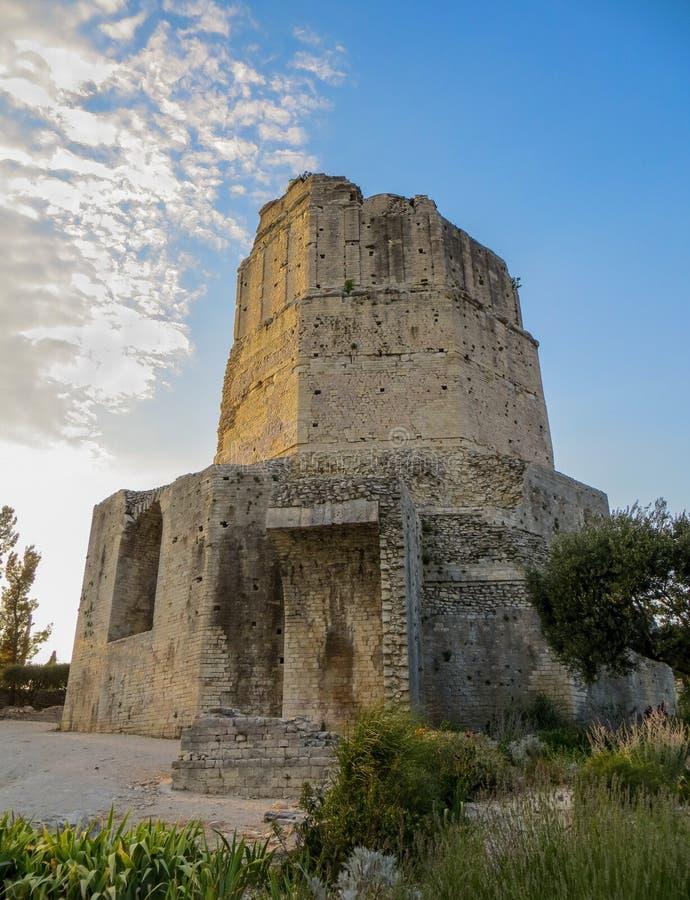 Reis Magne, de oude Roman toren boven Nîmes, Frankrijk stock foto