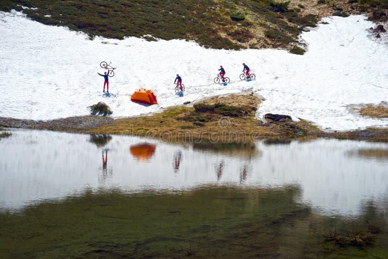 Reis met meren de Karpaten royalty-vrije stock foto