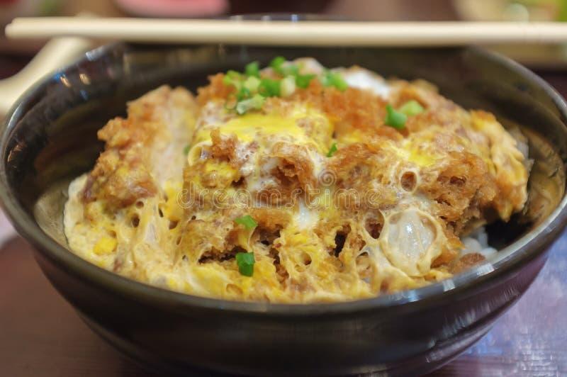 Reis mit gebratenem Schweinefleisch lizenzfreies stockfoto