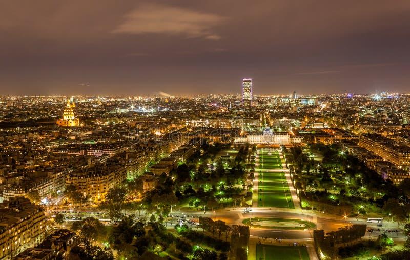 Reis Montparnasse en Ecole Militaire zoals die van de Toren van Eiffel wordt gezien royalty-vrije stock foto