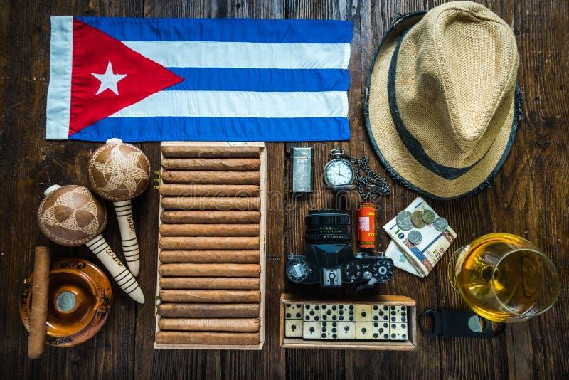Reis naar het concept van Cuba De verwante punten op lijstvlakte lagen stock foto