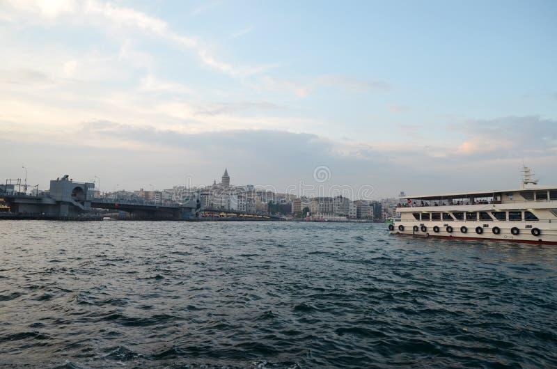 Reis naar Turkije - mening van Galata Karakoy stock afbeelding