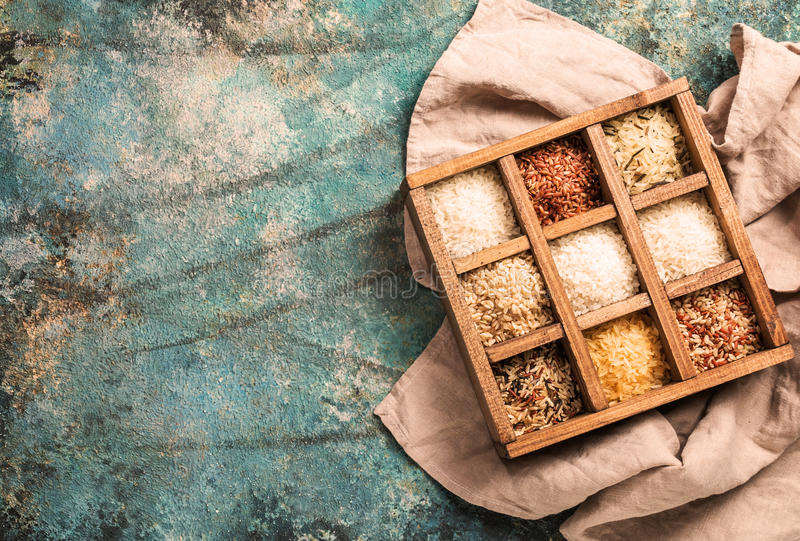 Reis neun Vielzahl in den Druckern Kasten, Jasmin, wild, weiß, Perle, verboten, Madagaskar, Jade, arborio, Basmati stockbilder