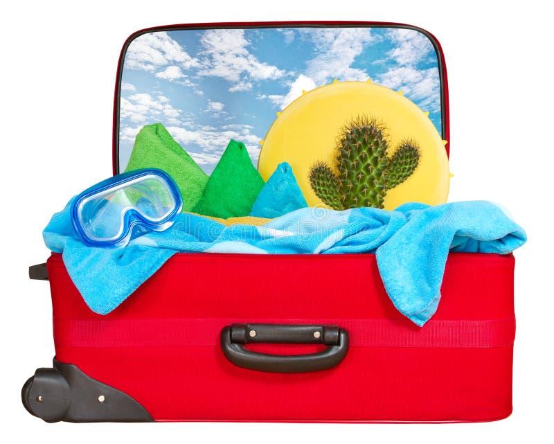 Reis rode die koffer voor vakantie, Tropisch strand wordt ingepakt royalty-vrije stock afbeeldingen