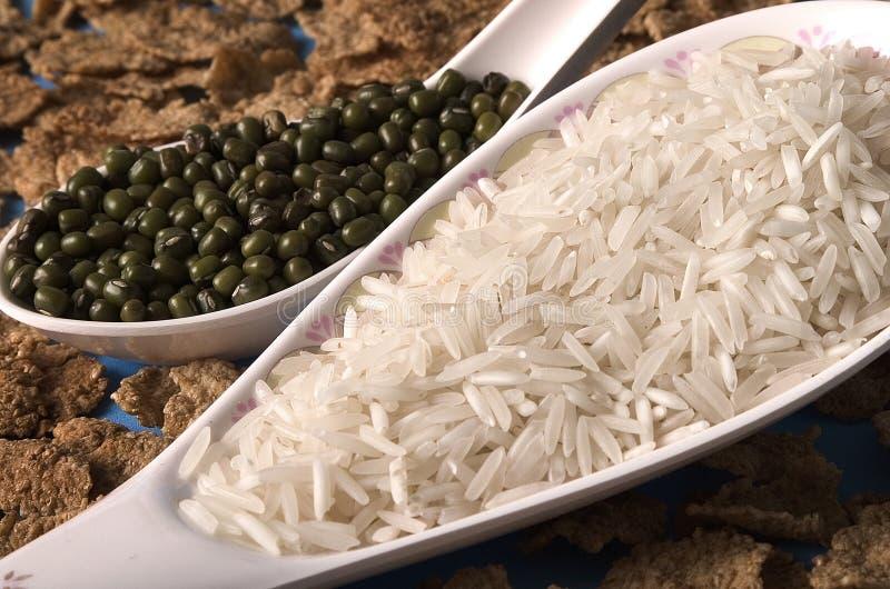 Reis und Linsen lizenzfreies stockbild