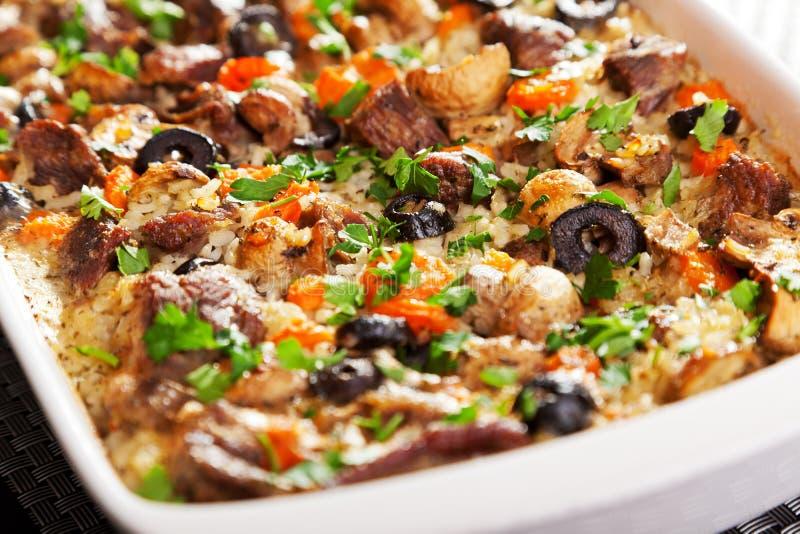 Reis- und Rindfleischkasserolle lizenzfreies stockfoto