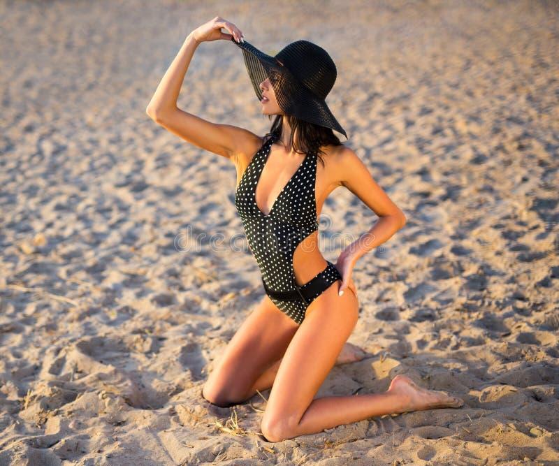 Reis, vakantie en de zomerconcept - portret van sexy meisje in s royalty-vrije stock fotografie