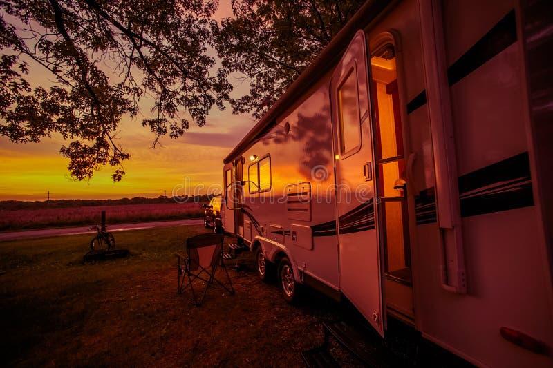 Reisaanhangwagen het Kamperen Vlek royalty-vrije stock afbeelding