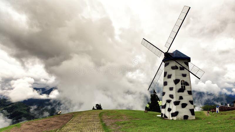Reisbeeld van windmolen in Cingjing, Taiwan royalty-vrije stock afbeeldingen