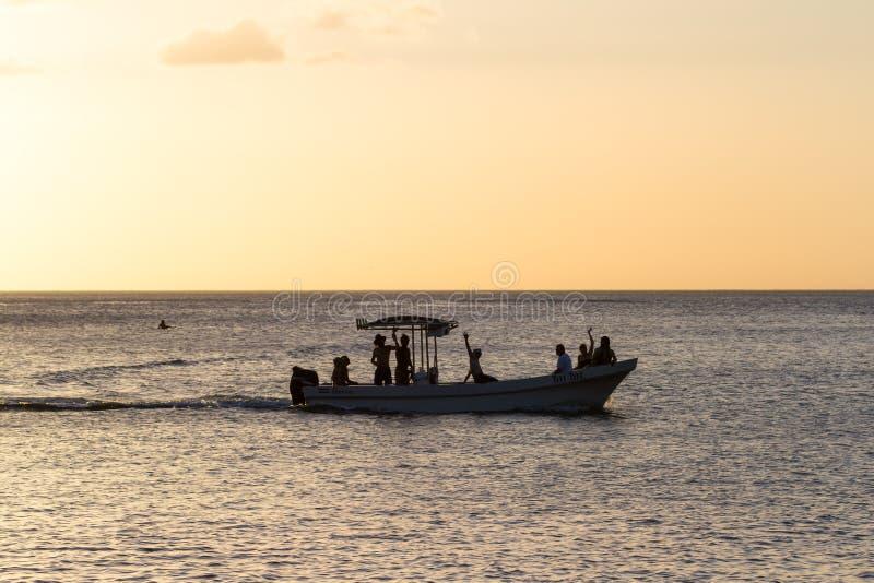 Reisboot in de baai royalty-vrije stock foto