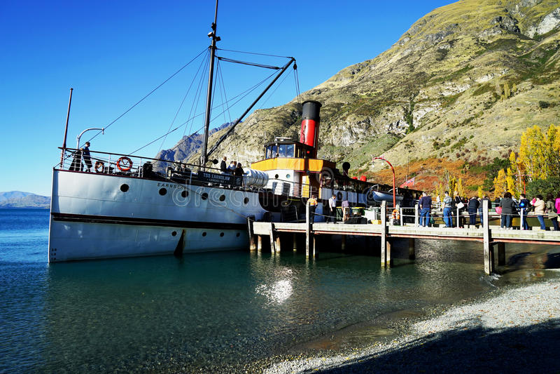Reisboot in Queenstown Nieuw Zeeland royalty-vrije stock afbeelding