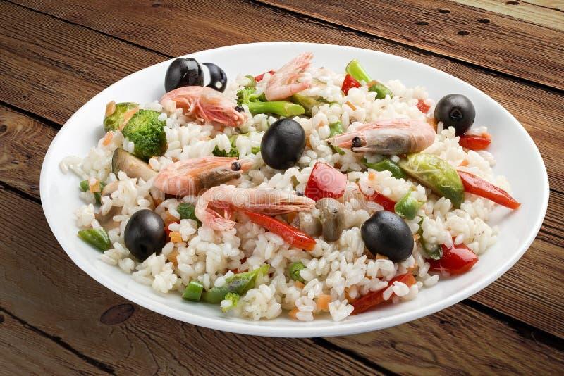 Reisbrei mit Garnelen und Gemüse lizenzfreies stockbild