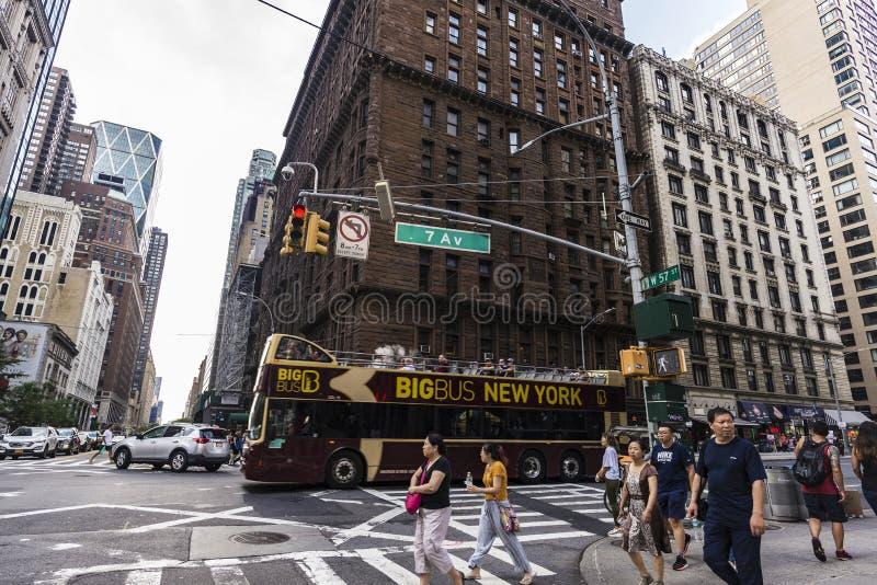 Reisbus in Zevende Weg, de Stad van New York, de V.S. stock foto's