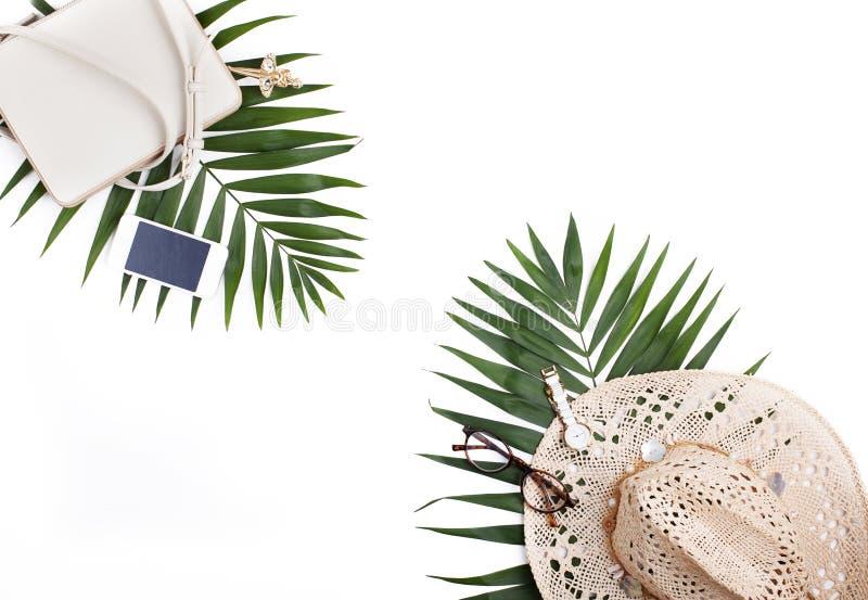 Reisconcept, creatieve regeling op witte achtergrond stock foto