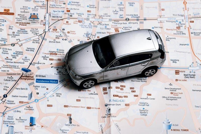 Reisconcept - kleine auto op de stadskaart van Seoel royalty-vrije stock foto's