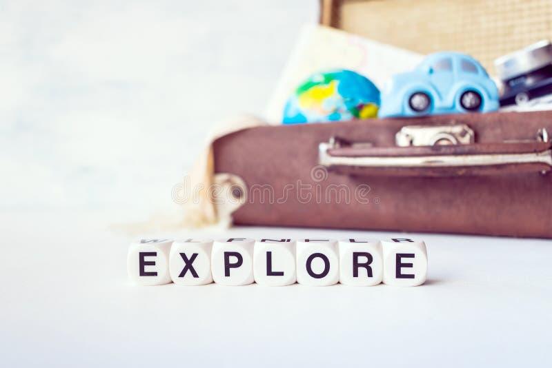 Reise, Abenteuer, Ferienkonzept Retro- Koffer Browns mit t stockbilder