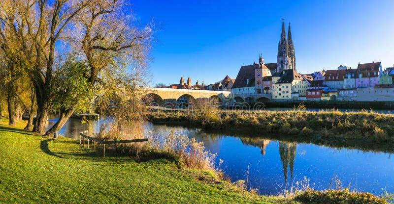 Reise in Deutschland - schöne Stadt Regensburg über der Donau im Bayern lizenzfreie stockfotos