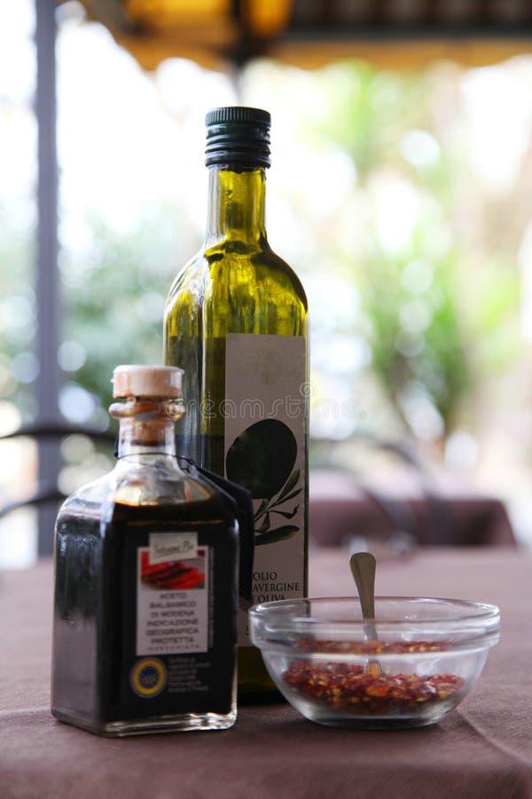 Reise Italien: Stillleben mit Olivenöl stockfotos