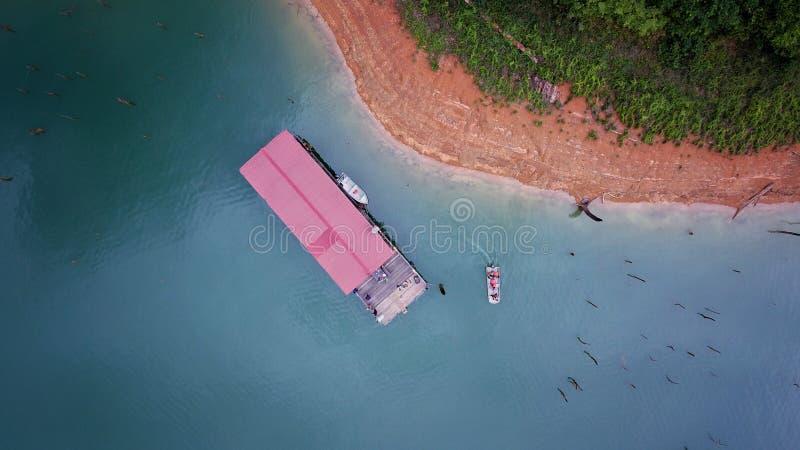 Reise mit Bootshaus stockbild