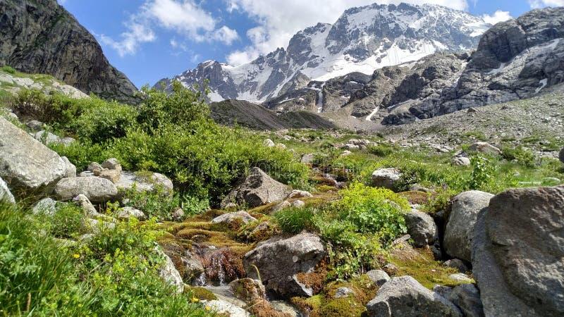 Reise nach der Mutter Berges Ullu-Taus lizenzfreie stockbilder