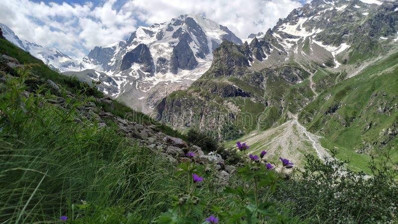Reise nach der Mutter Berges Ullu-Taus lizenzfreie stockfotos