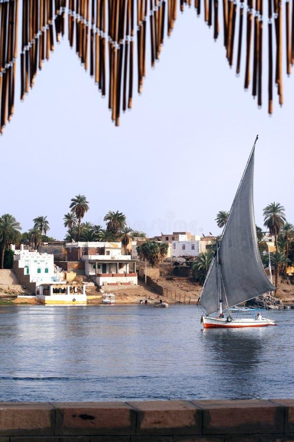 Reiseflug auf ägyptischem Felucca lizenzfreies stockfoto