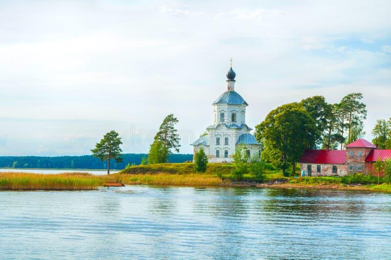Reiselandschaft Exaltation der Querkirche am See Seliger in Russland stockbild
